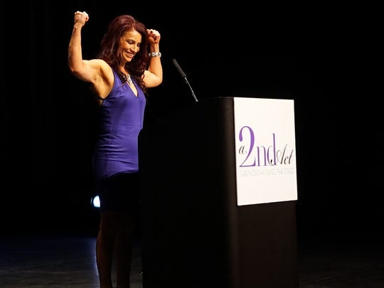 A cancer survivor gives her presentation at 2016's A 2nd Act show in Phoenix.