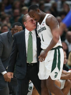 Michigan State coach Tom Izzo talks with Joshua Langford on the bench on Tuesday night in Chicago.
