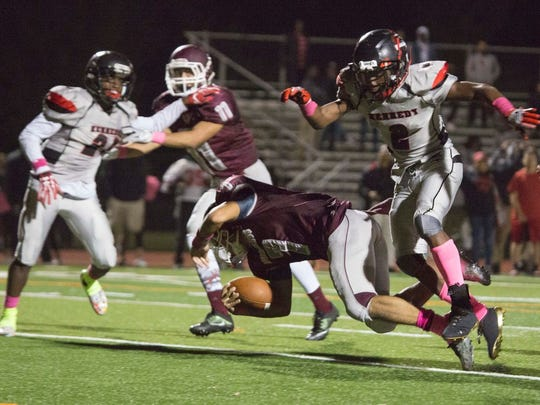 Clifton's David Martinez scoring the winning touchdown against Kennedy last season.
