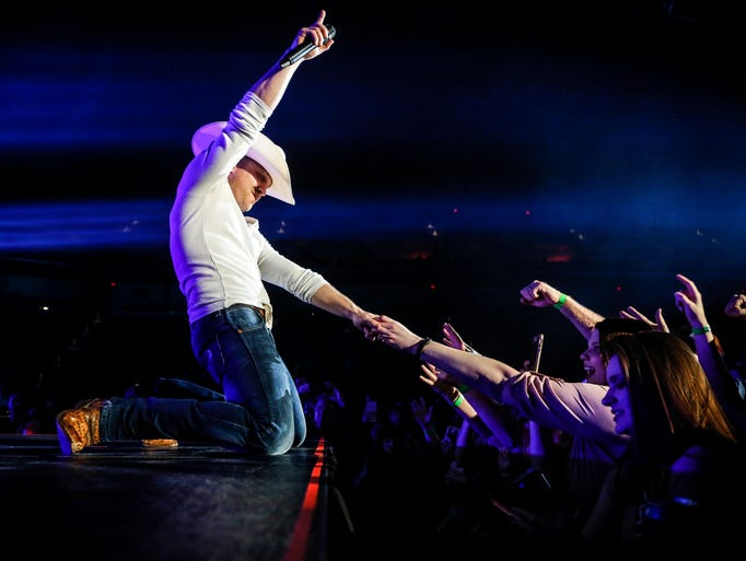 Justin Moore performs at Wells Fargo Arena Thursday,