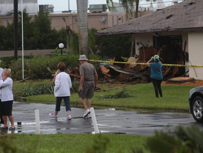 Apartment complex in sfm heavily damaged in storm for Global motors fort myers florida