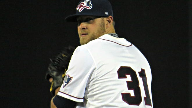 Former major-league All-Star Evan Meek has joined the Somerset Patriots