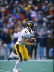 Wide receiver Tim Dwight of the Iowa Hawkeyes in 1996.
