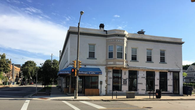 Voyager, a wine bar that also will serve cocktails, beer, cider and food, will open at 422 E. Lincoln Ave., the former site of Refuge Smoothie Cafe.