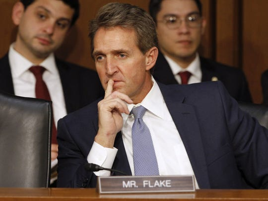 Jeff Flake, quien decidió renunciar al senado de EEUU, es otro de los nombres que suenan para retar a trump en una primaria republicana de cara al 2020.
