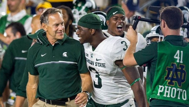 Sep 17, 2016; South Bend, IN, USA; Michigan State Spartans coach Mark Dantonio and RB LJ Scott react as time runs out in a 36-28 victory over Notre Dame.
