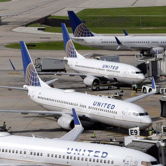 United Airlines sees payoff from 'rebanking' hub schedules
