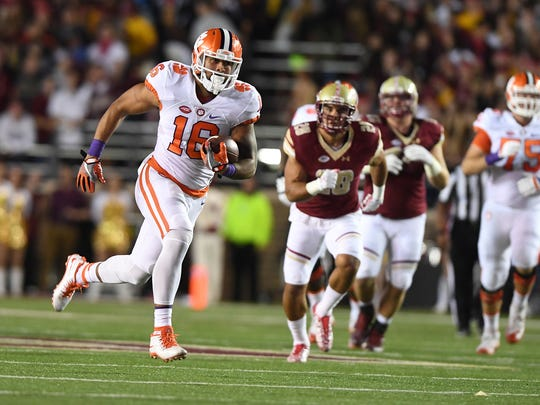 Clemson tight end Jordan Leggett (16) scores a 56-yard touchdown at Boston College on Oct. 7.