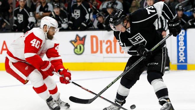 Los Angeles Kings center Tyler Toffoli (73) battles Detroit Red Wings left wing Henrik Zetterberg, left, in Los Angeles on Jan. 11, 2016.