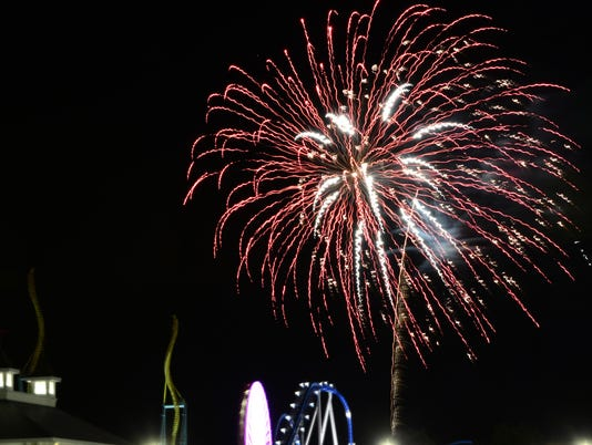 cedar point fireworks 01.jpg