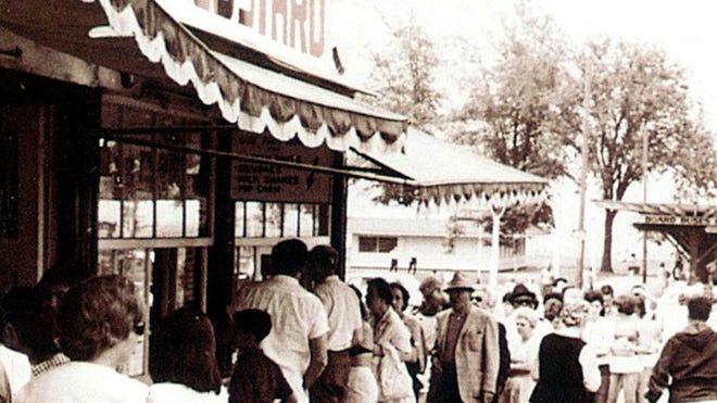 A 1950s photo shows lines awaiting frozen custard desserts at Abbott's.