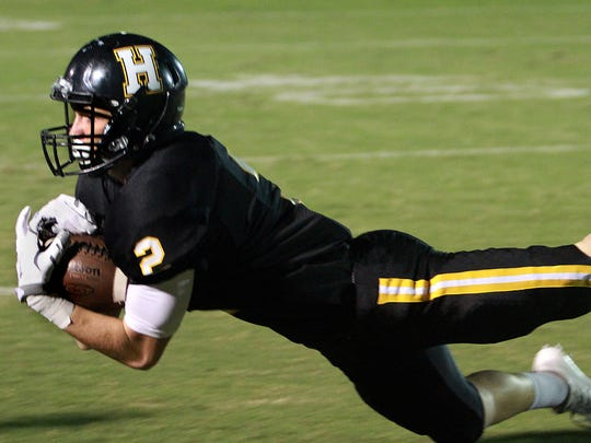 Hendersonville's Gabe Dalton lays out for a reception during last week's 28-14 victory over Hillsboro. The Commandos host East Nashville on Friday.