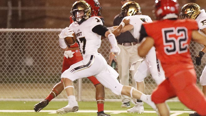 Post's Nathan McDaniel (17) runs for a touchdown in the first half the Antelopes' 46-7 victory Friday night at Slaton.
