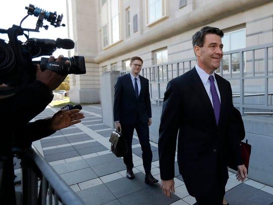 Bill Baroni, right, New Jersey Gov. Chris Christie's