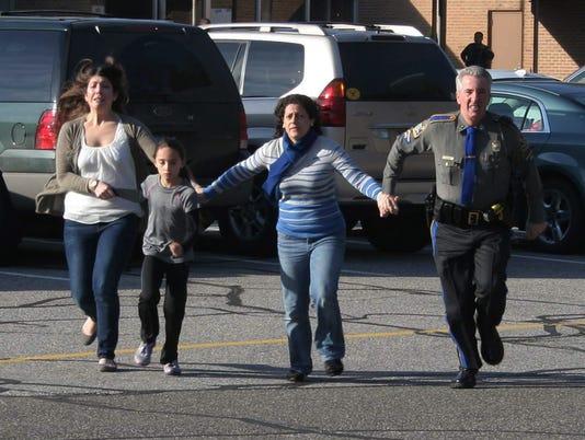 AP APTOPIX CONNECTICUT SCHOOL SHOOTING A USA CT