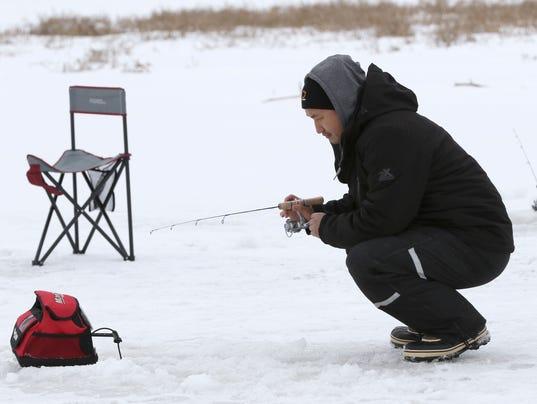 635889933836740629-mnh-20150121-byk-wausau-ice-fishing-02.jpg