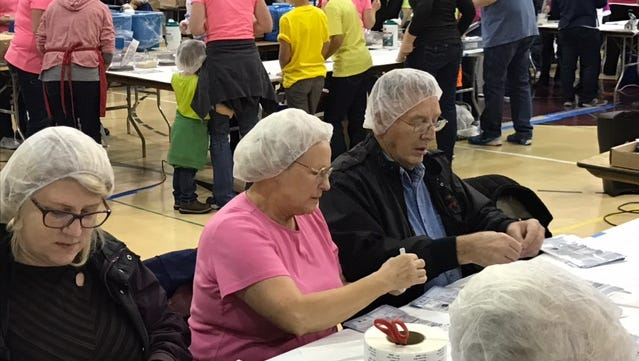 Donald and Shanna Reynolds packing as volunteers during the Medford MobilePack held in October 2016. The Reynolds daughter, Kelly Fields, is a Stayton business teacher and coordinator for the upcoming Santiam Canyon MobilePack.