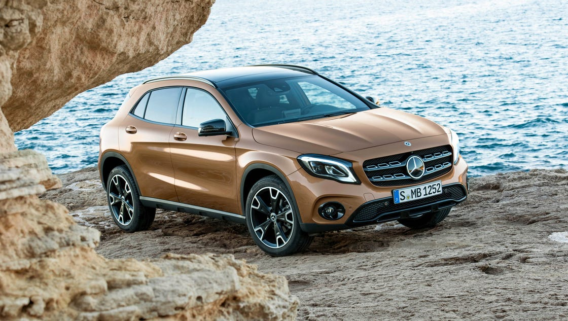 Mercedes benz reveals a more aggressive gla class crossover for Mercedes benz cross over