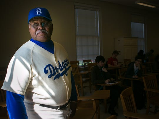Professor Ron Whittington teaches a Negro Leagues class at the University of Delaware.