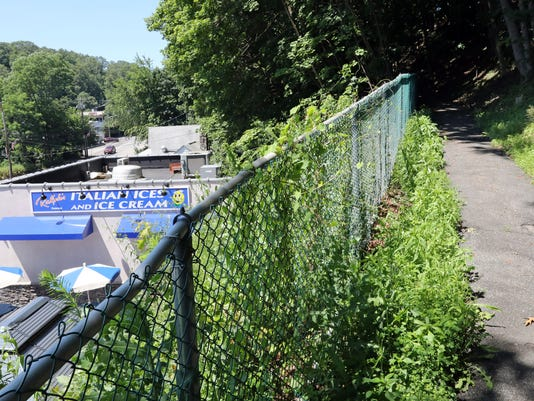 North White Plains land near Ralph\'s wont be sold by town