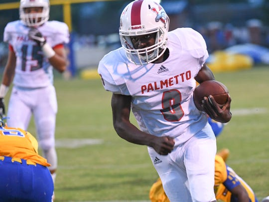 Palmetto sophomore Dez Frazier(8) runs near Wren senior Cameron Lucas (35) during the first quarter at Wren High School in Piedmont on Friday.