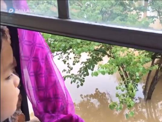636395025813209015-Harvey-flood.PNG