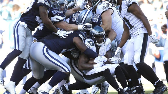 Eagles running back DeMarco Murray (29), shown against Dallas on Sept. 20, has found little running room this season, averaging just 3.5 yards per carry.
