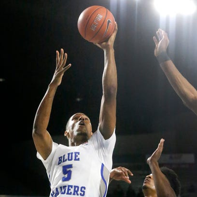 MTSU's Nick King (5) goes up for a shot as Rice's Bishop