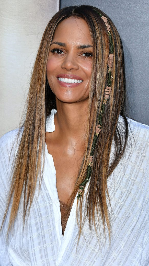 new hair style trends halle berry wore a hair wrap and we are shrieking with 8187