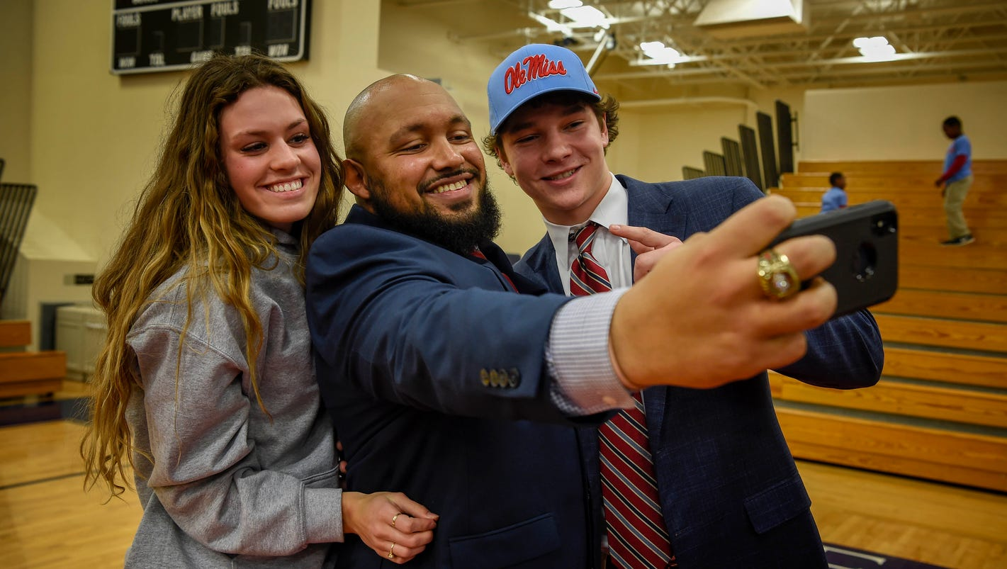 Brentwood Academy linebacker Luke Knox signs with Ole Miss