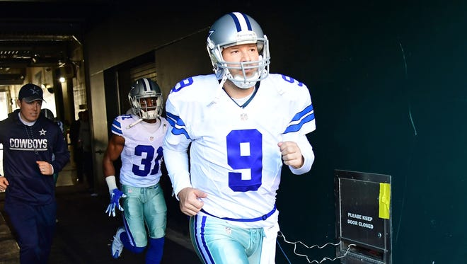 Jan 1, 2017; Philadelphia, PA, USA; Dallas Cowboys quarterback Tony Romo (9) runs onto the field during introductions before game against the Philadelphia Eagles at Lincoln Financial Field. Mandatory Credit: Eric Hartline-USA TODAY Sports