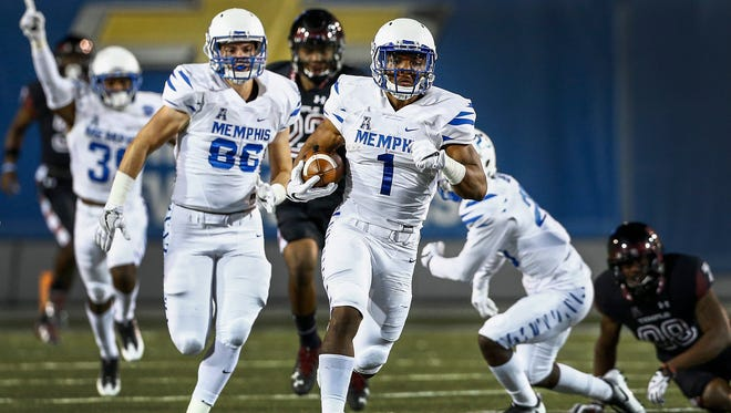 University of Memphis kickoff returner Tony Pollard runs back a 95-yard kickoff return against Temple during a 34-27 victory at Liberty Bowl Memorial Stadium on Oct. 6, 2016. It was Memphis' first kickoff return for a touchdown since Nov. 9, 1996.