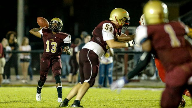 Doss quarterback Deon Pumphrey (13) throws downfield against the Bears.
