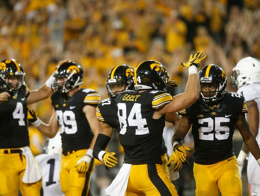 636418094035856025-170923-14-Iowa-vs-Penn-State-football-ds.jpg