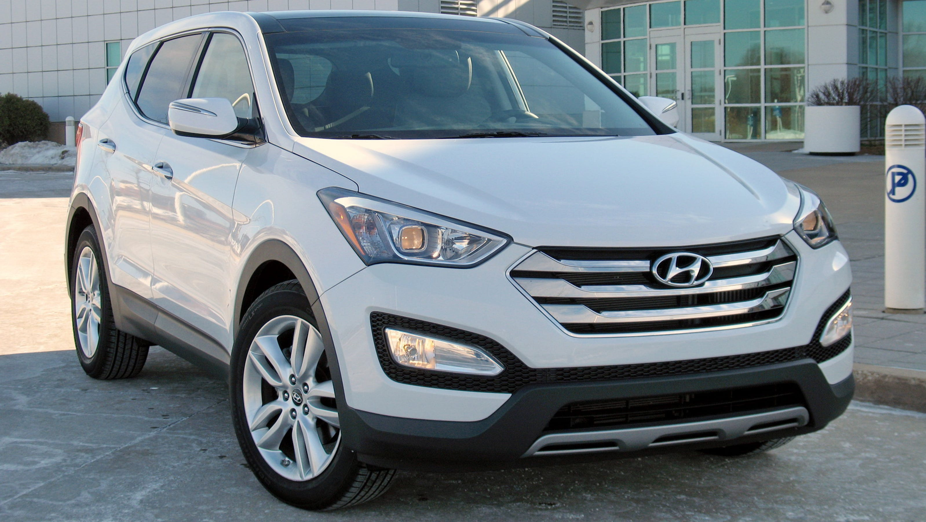 compact versatility 2014 hyundai santa fe sport suv. Black Bedroom Furniture Sets. Home Design Ideas