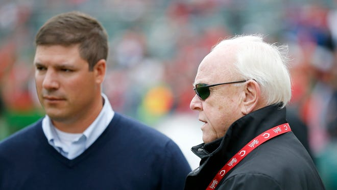 Former Reds general manager Walt Jocketty (right) is now the team's president of baseball operations.