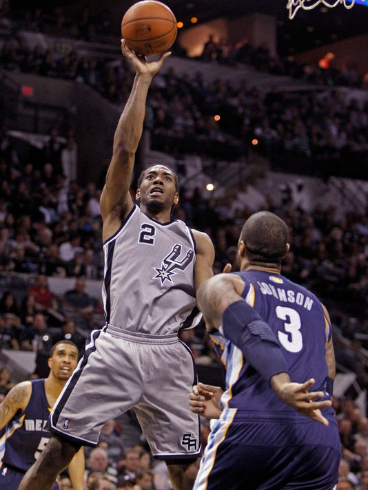 dcc3d5adda82 Kawhi Leonard waits for Spurs spotlight