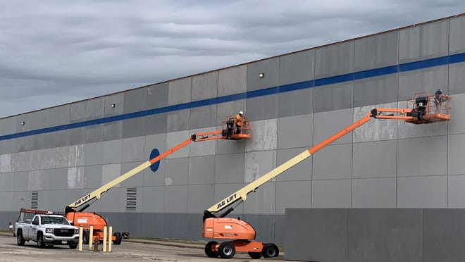 Crews work on the south wall at the former Maytag plant on Wednesday morning. Affiliates of Phoenix Investors, a national private commercial real estate firm headquartered in Milwaukee, purchased the former site at 1801 Monmouth Blvd. and 1000 S. Linwood Road in 2019 with plans to pour money into the building to revamp it and market it to find a new tenant.