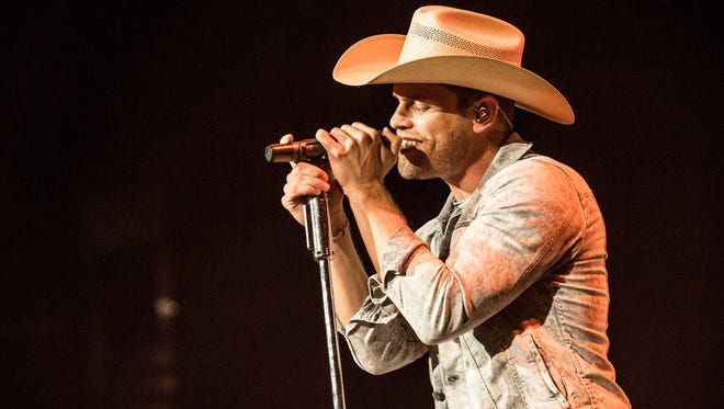 Dustin Lynch performs at Staples Center on January 25, 2018, in Los Angeles, Calif.
