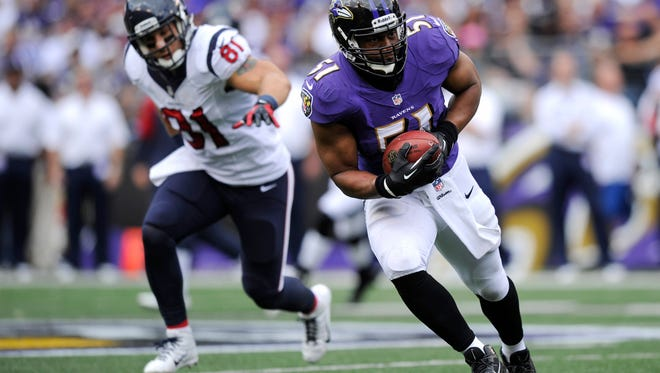 Baltimore Ravens inside linebacker Daryl Smith, right, intercepts a pass attempt in front of Houston Texans tight end Owen Daniels in the first half of last Sunday's game.