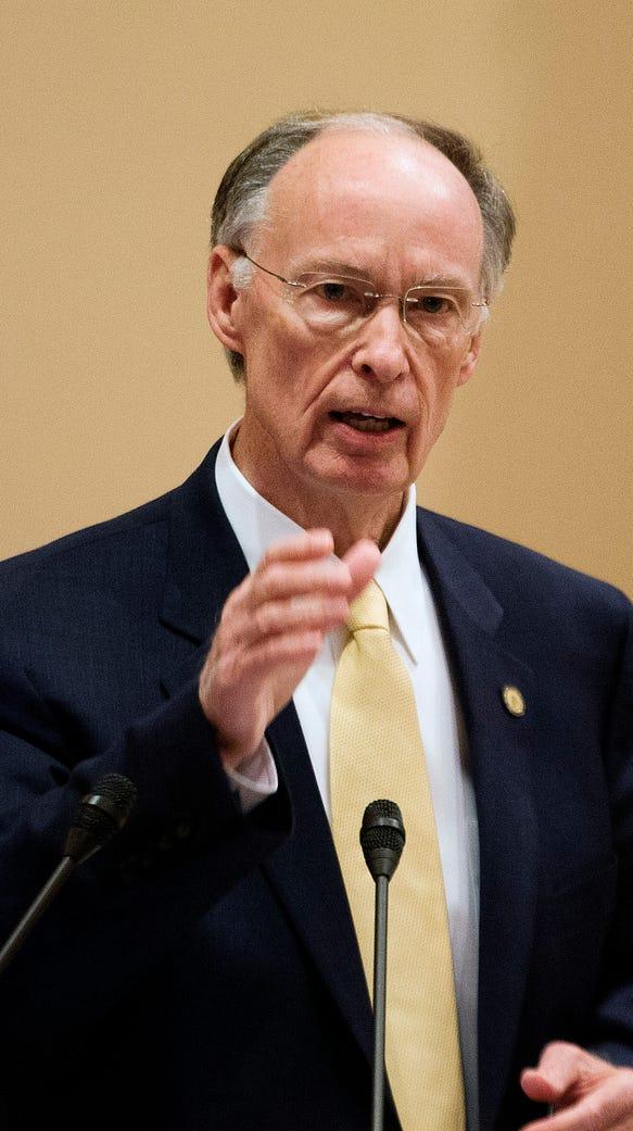 Alabama Governor Robert Bentley speaks to legislators