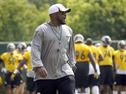Pittsburgh Steelers head coach Mike Tomlin walks through his team during an NFL football organized team activity onTuesday, May 27, 2014 in Pittsburgh. (AP Photo/Keith Srakocic)