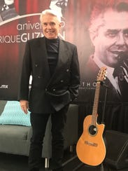 Pionero del rock & roll en español, Enrique Guzmán