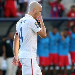CHESTER, PA - JULY 25: Michael Bradley #4 of the United States reacts after missing a goal against Panama in a penalty shootout during the CONCACAF Gold Cup Third Place Match at PPL Park on July 25, 2015 in Chester, Pennsylvania. Panama won in a penalty shootout. (Photo by Patrick Smith/Getty Images) ORG XMIT: 551749011 ORIG FILE ID: 481966996