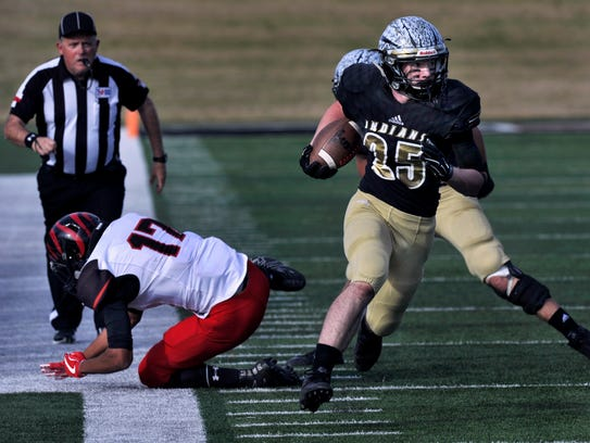 Comanche High School running back Kade Mercer sprints