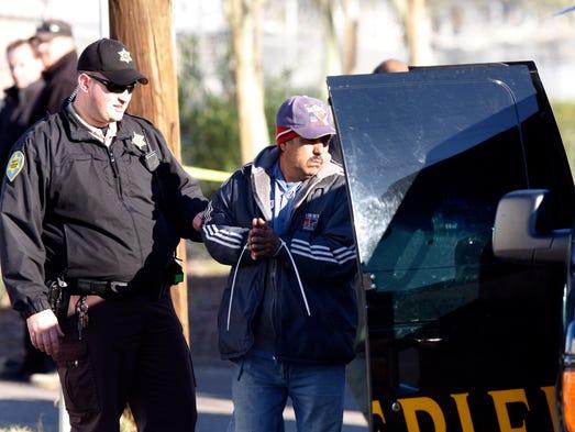 Agentes del Alguacil Joe Arpaio realizan una redada
