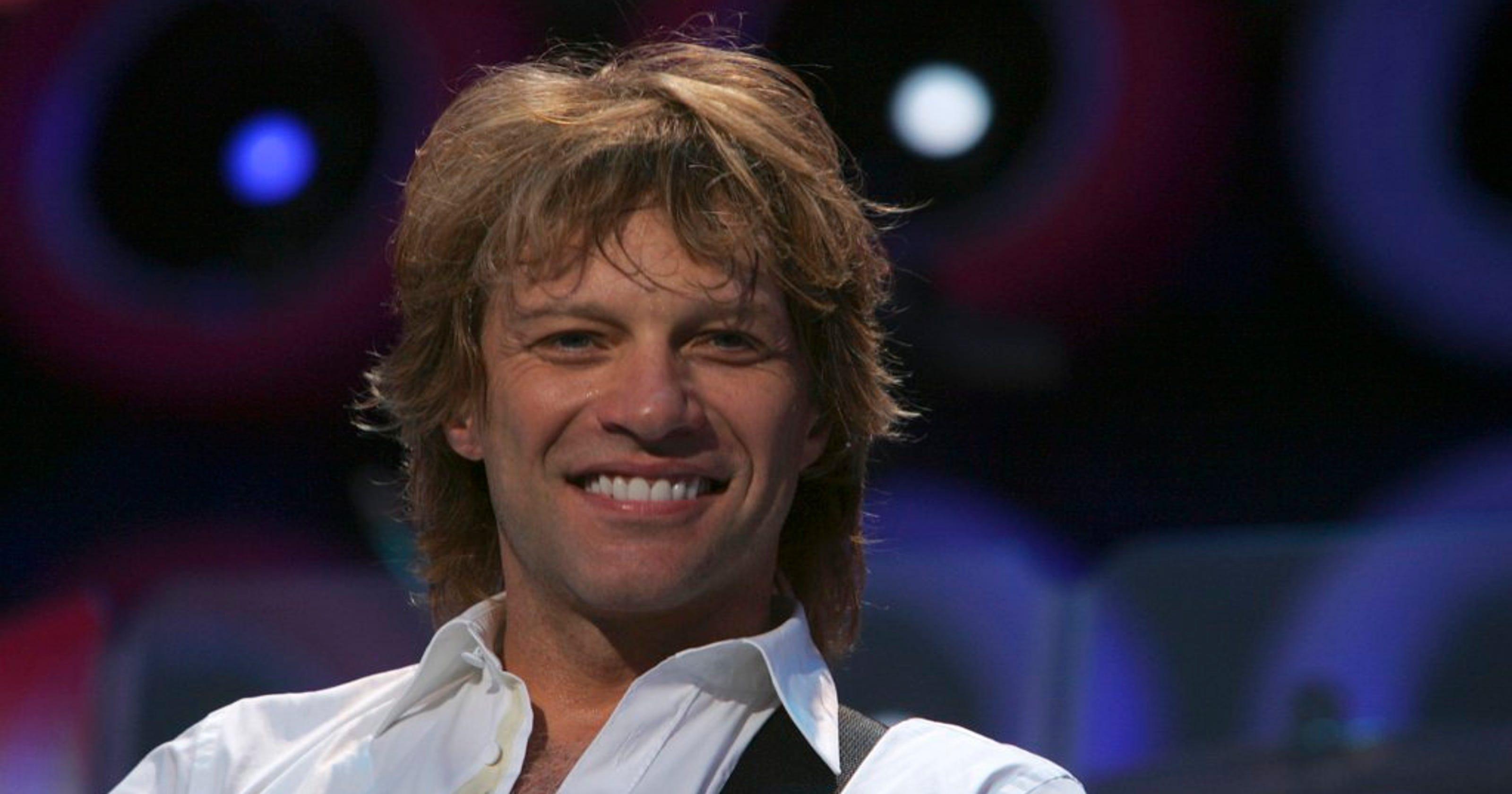 When Bon Jovi, Cindy Crawford snuggled up next to a Christmas tree