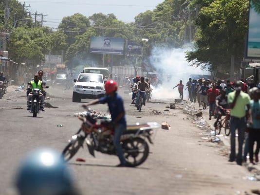 636667695733369296-Haiti-Fuel-Protests.jpg