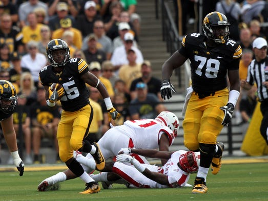 Iowa offensive lineman James Daniels (78) covers Akrum