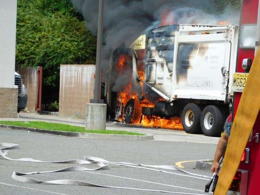082116-st-truckfirejrc-70p.jpg